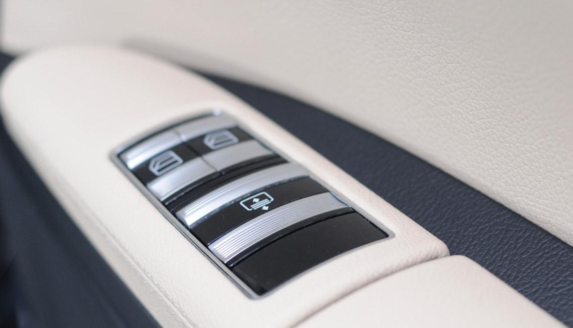 Mercedes S-Class (Saloon) - DC Chauffeur Drive